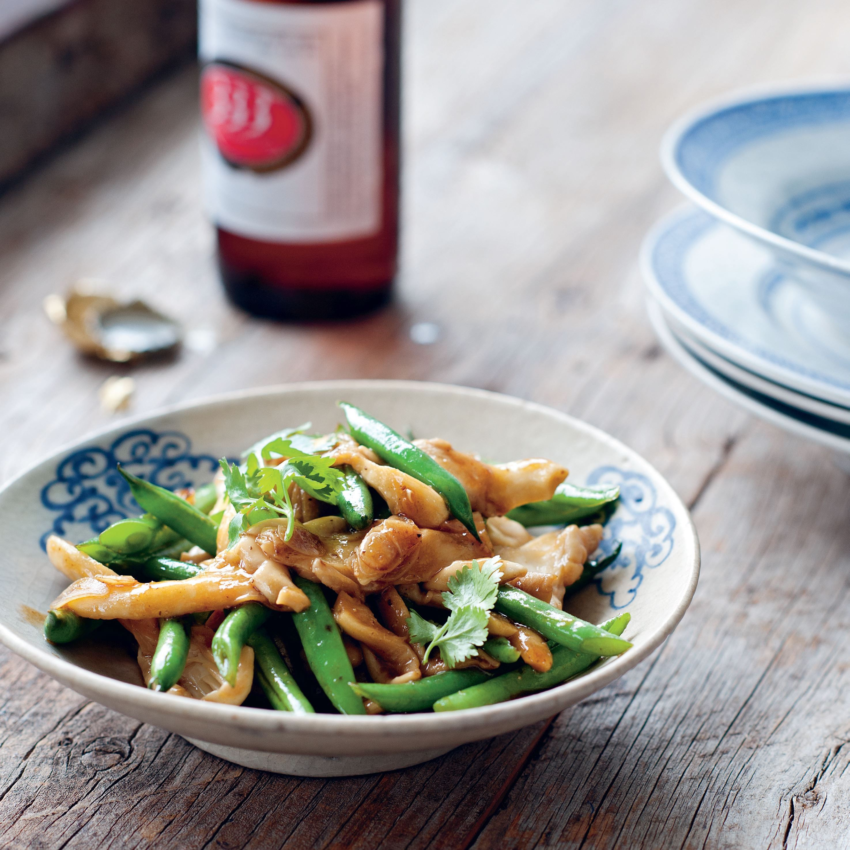 Green beans stir-fried with oyster mushrooms and garlic